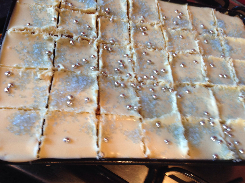 Frozen tray bake
