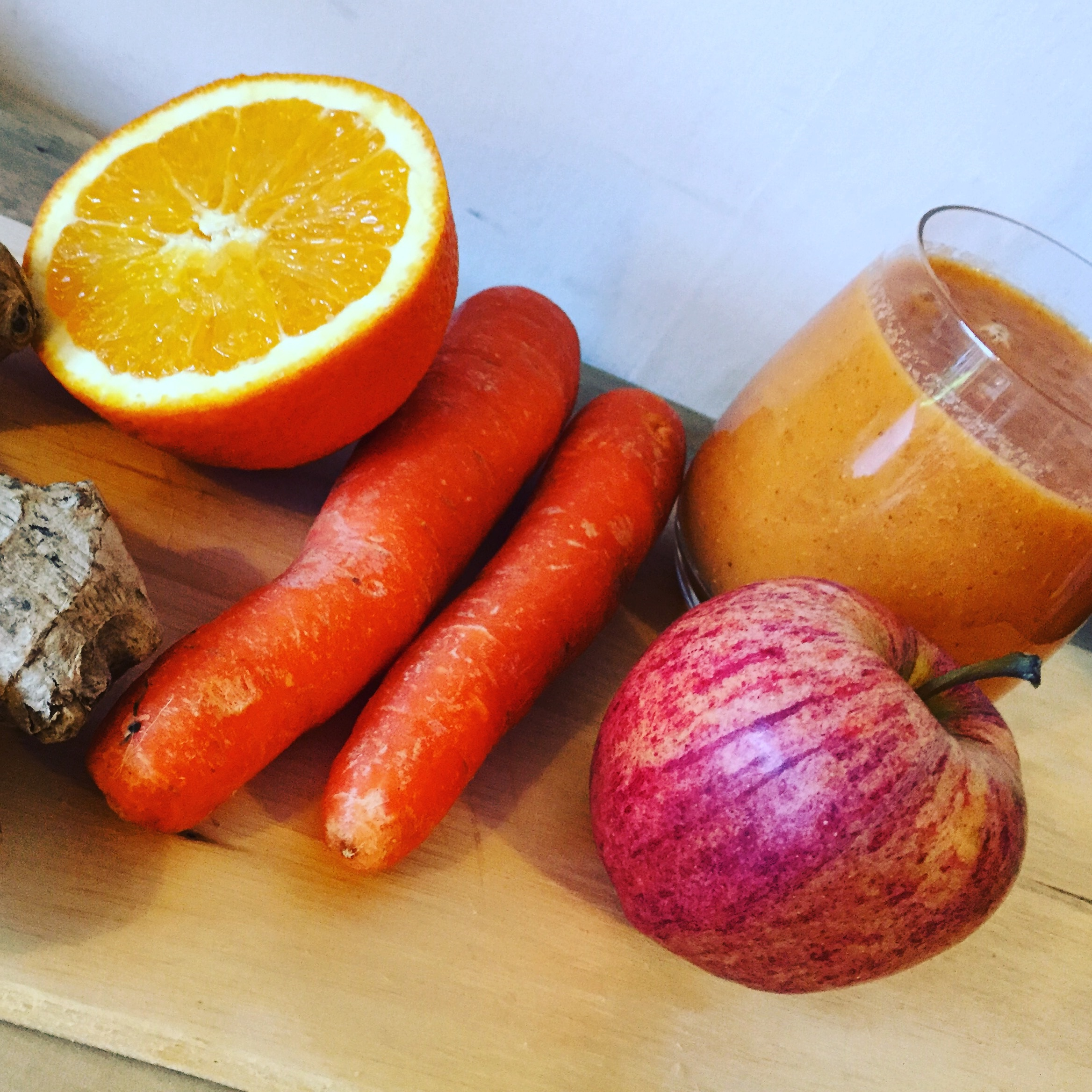 carrot orange apple ginger smoothie