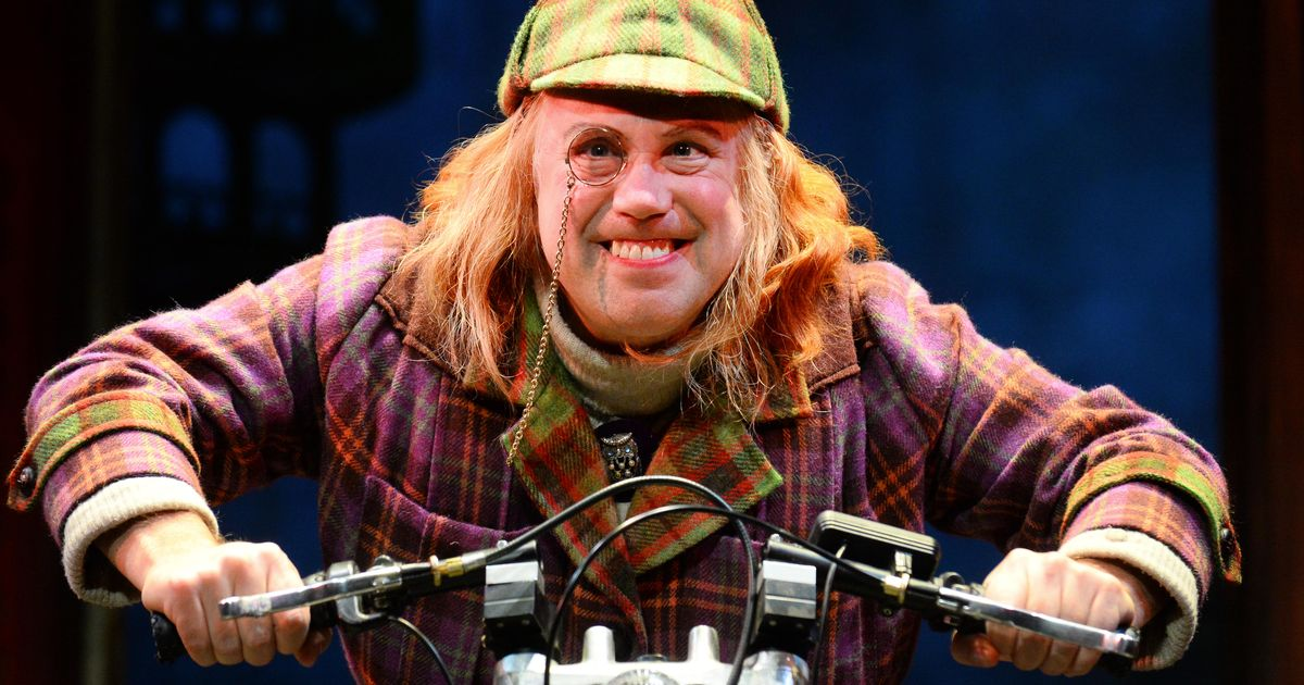 Awful Auntie theatre show